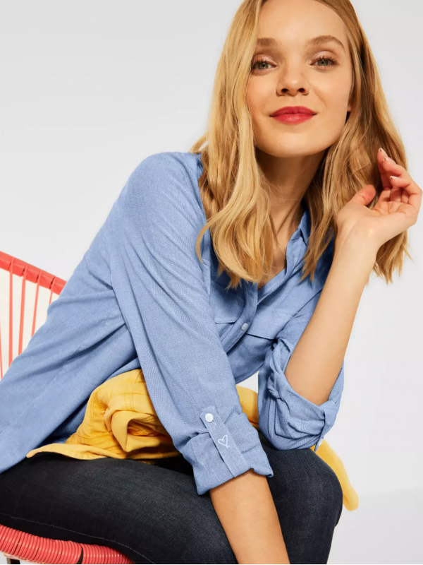 Blouse in Chambray look