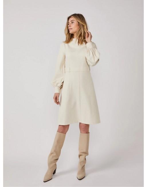 Korte jurk met pofmouw