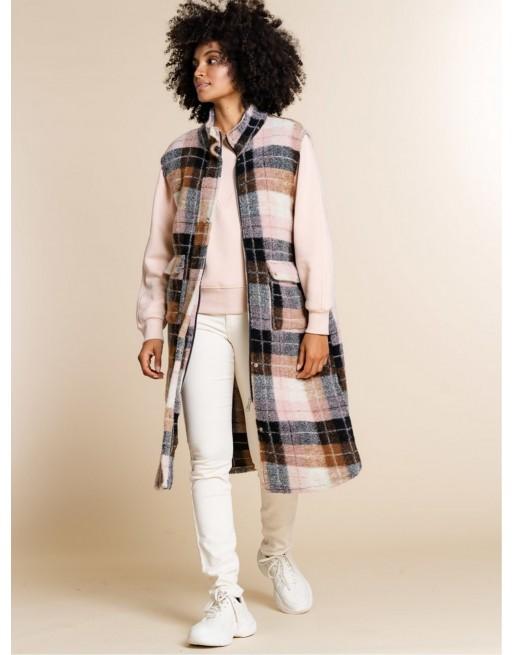 Mouwloze geruite jas