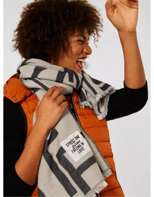 Lange sjaal met opschrift