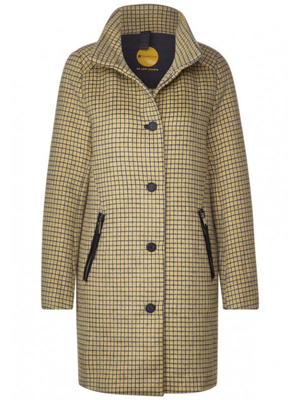 coat with buttons and stand up