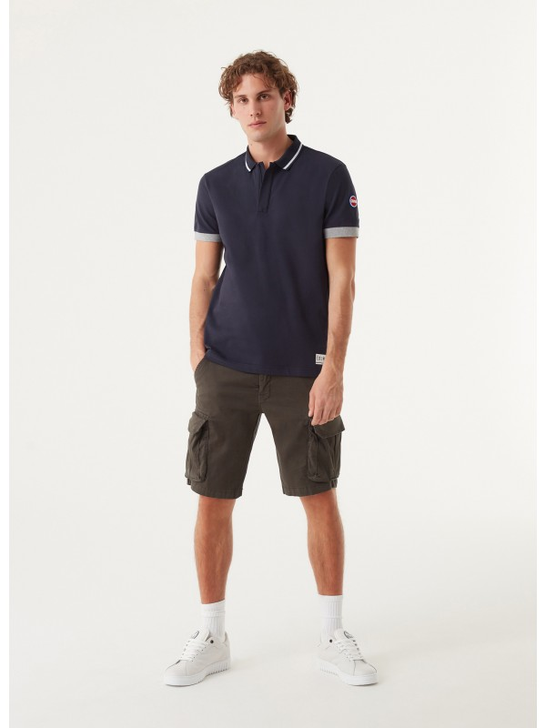 polo with contrasting details